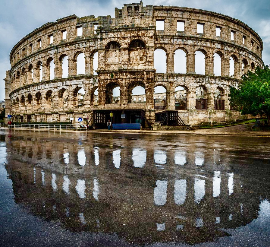 Amphitheater+in+Pula%2C+Croatia+
