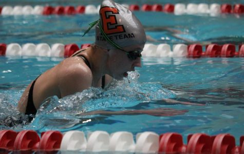 Anna Dunn competes in the 100 Breaststroke.